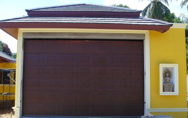 ประตูลายลูกฟัก 5.0ม. x 3.0ม. ทำสีน้ำตาล