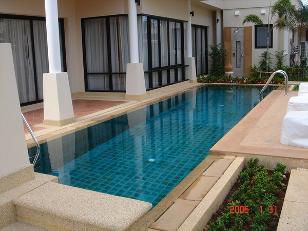 สระว่ายน้ำเล็กๆในบ้านน้ำล้น 4 ด้าน
